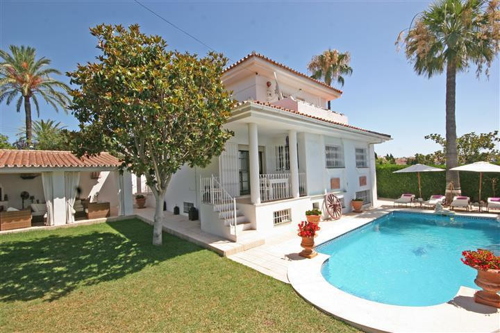 Ref:R3662180 Villa - Detached For Sale in El Paraiso
