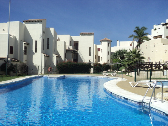 This south facing two bedroom elevated ground floor apartment is situated in the popular Vista Bahia,Spain