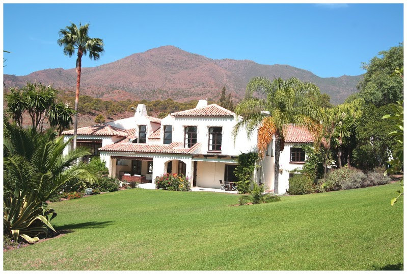 Set in the picturesque La Acedia valley close to the mountaintop town of Casares, a 20 minute drive ,Spain