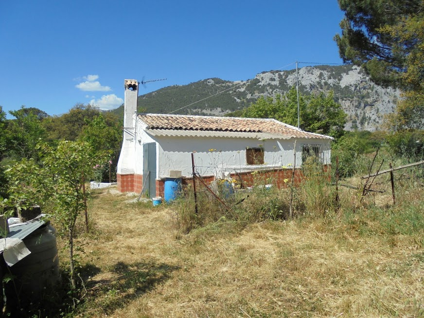 A rare opportunity to buy this charming small 2 bedroom property, in need of complete renovation, in, Spain