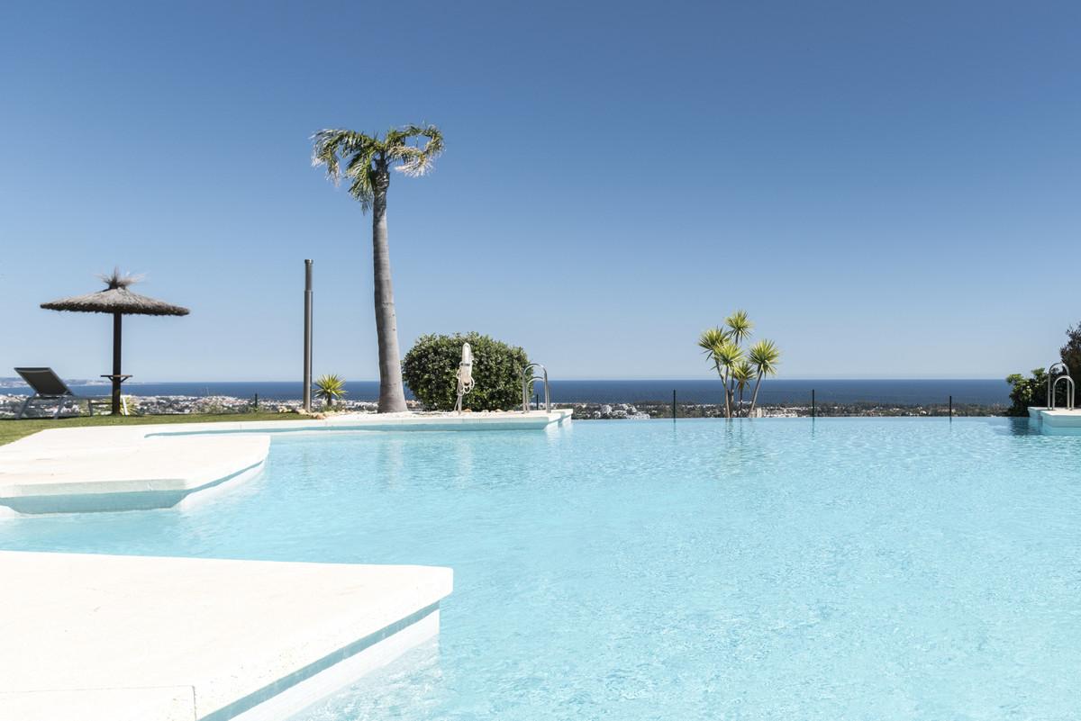 Marbella Banus Apartamento Planta Media en Venta en Benahavís – R3738094