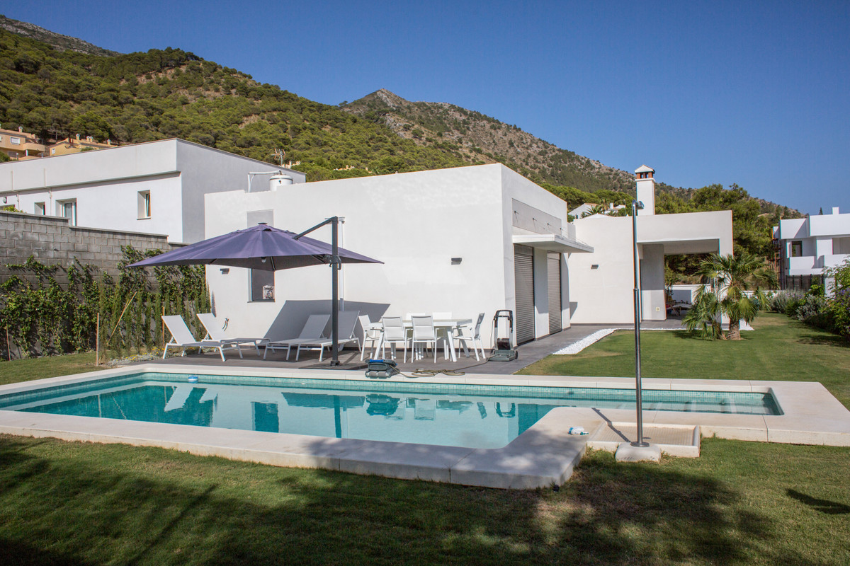Beautiful modern detached house with garden and swimming pool. Located in a private urbanisation boa,Spain