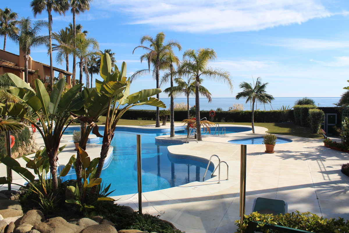 Townhouse for sale in Estepona R3403369