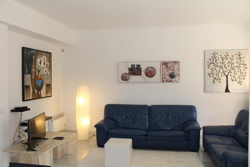 Adosada en venta, Estepona – R3403369