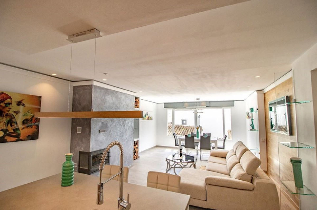 Location, location, location!  Super luxurious apartment for sale in the heart of Puerto Banus. This, Spain