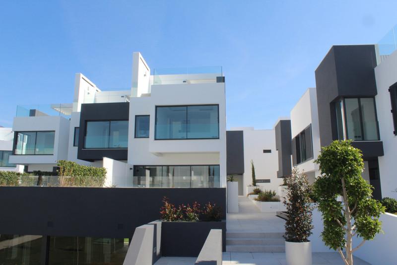 Marbella Banus Adosada en venta, Estepona – R3520924