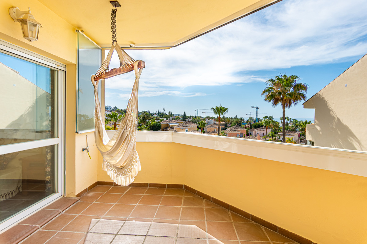 Apartment, Middle Floor  for sale    in Bahía de Marbella