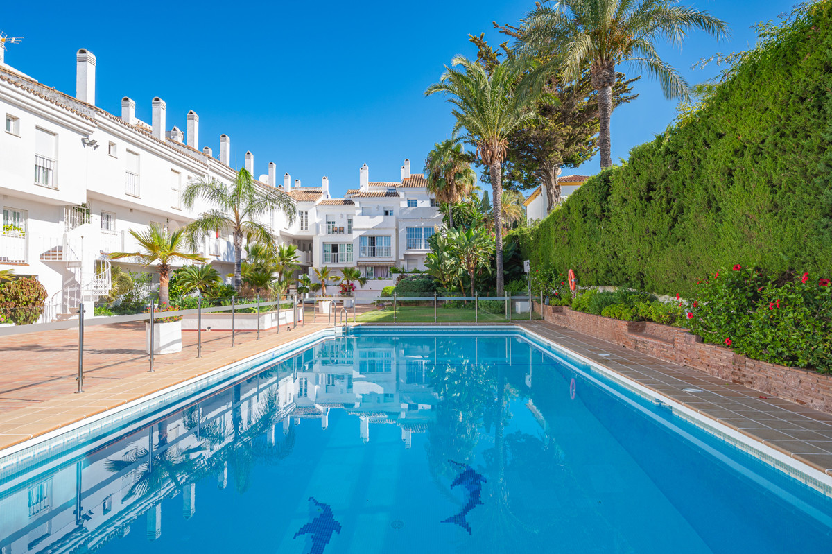Middle Floor Apartment for sale in Puerto Banús R3896794