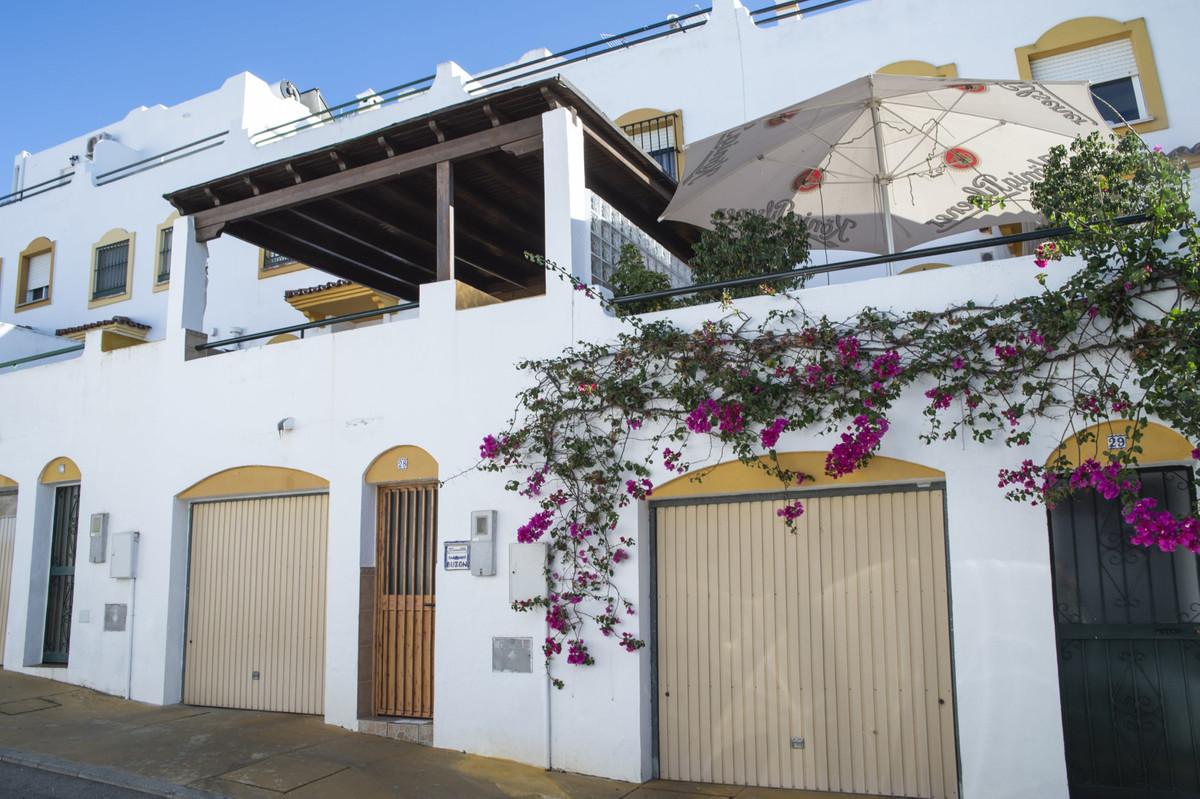 Adosada en Venta en San Pedro de Alcántara – R3704507