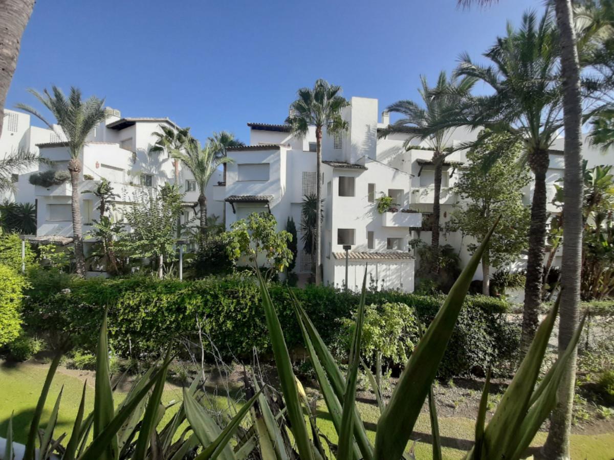 Marbella Banus Apartamento Planta Media en Venta en Costalita – R3648833