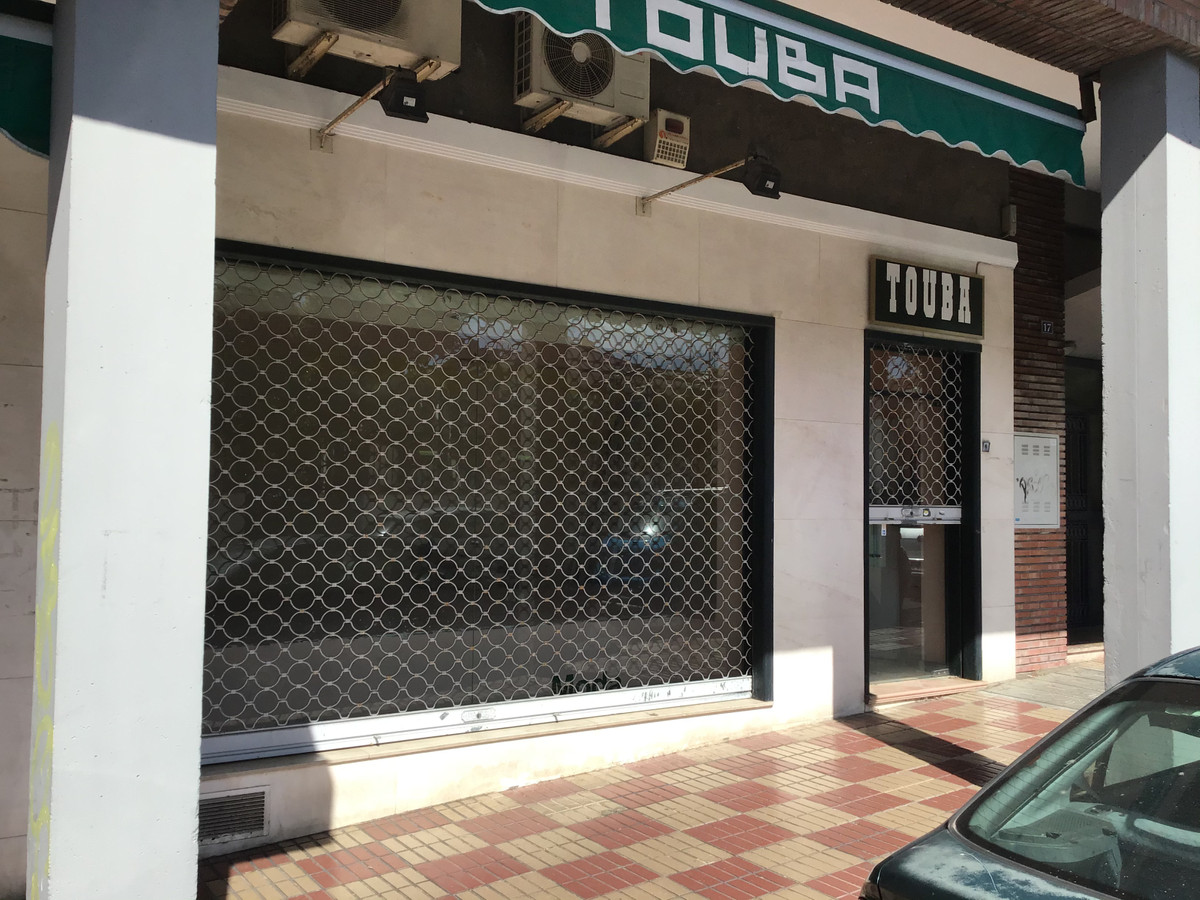 Magnificent premises for sale located in the most popular and well-known neighborhood of the divine ,Spain