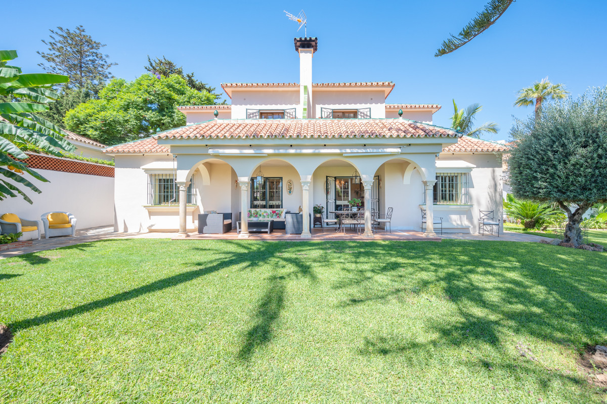 Spacious south-facing family villa, located in a highly recommended residential area, next to the ce,Spain