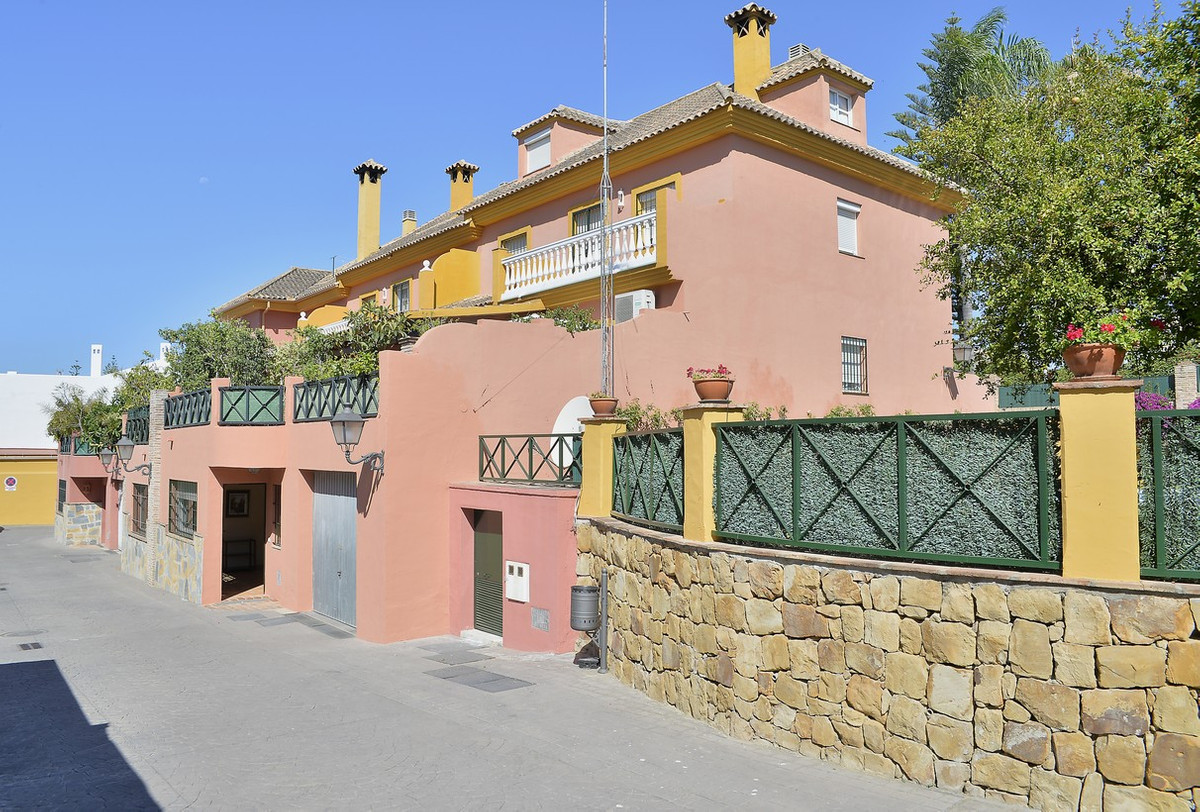 Cozy semi-detached in enclosed 4 floors, 6 bedrooms, 5 bathrooms, private garage in the heart of San, Spain