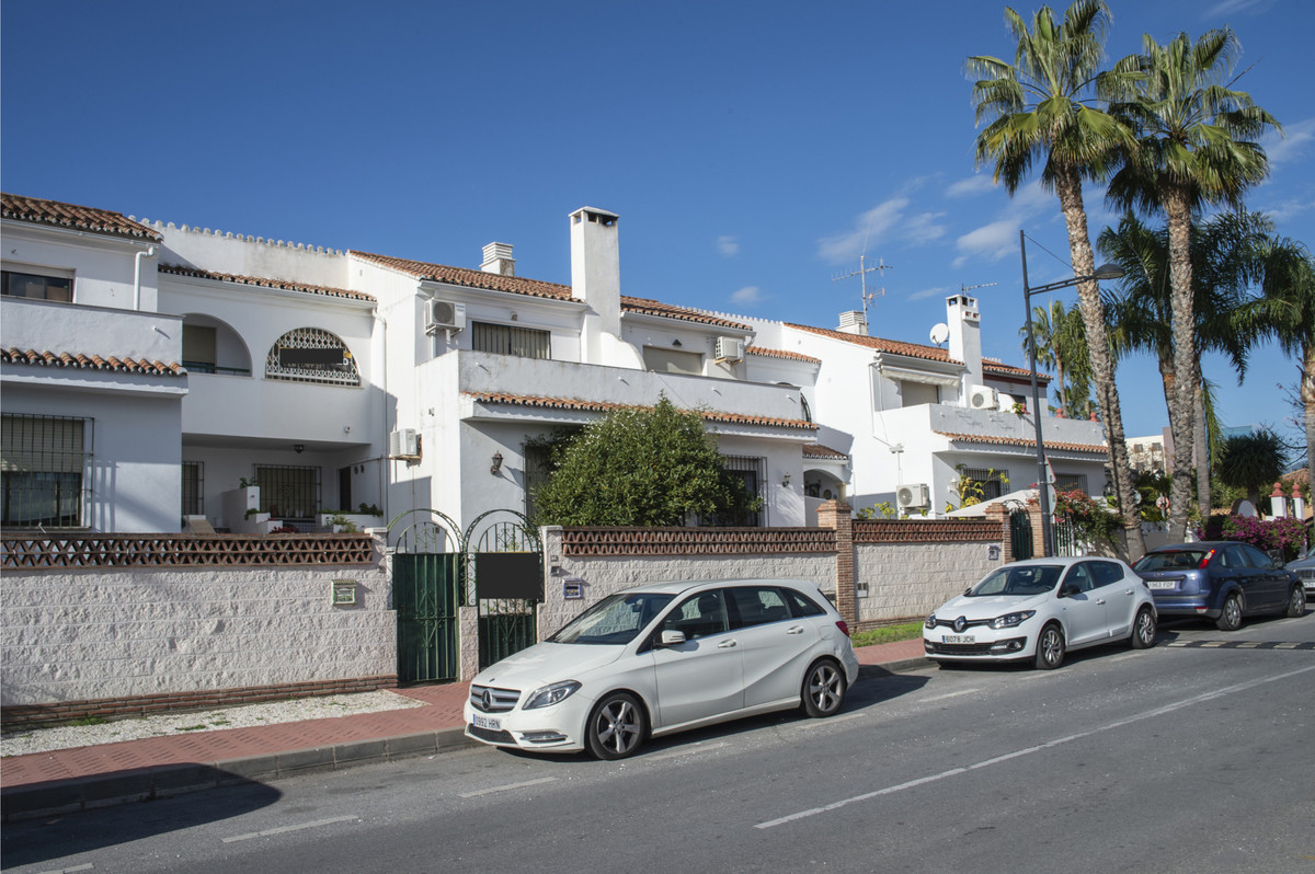 For sale exclusively this magnificent townhouse located in one of the best areas of Marbella, in Nue,Spain