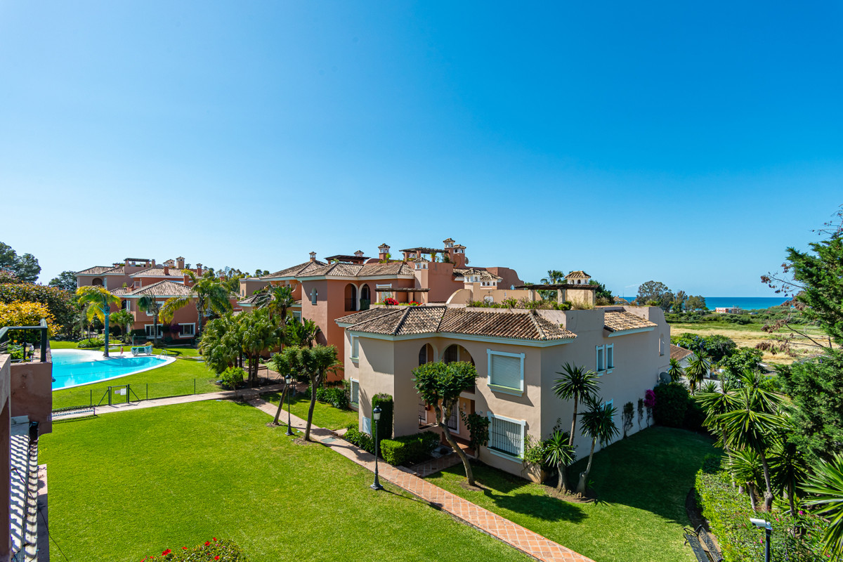 Spectacular penthouse with sea views from the terraces, living room and main room. Enjoy the climate,Spain