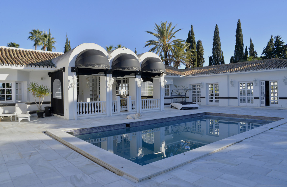 Impressive villa of almost 1,000 m² built on a plot of more than 9,000 m² located in the famous urba, Spain