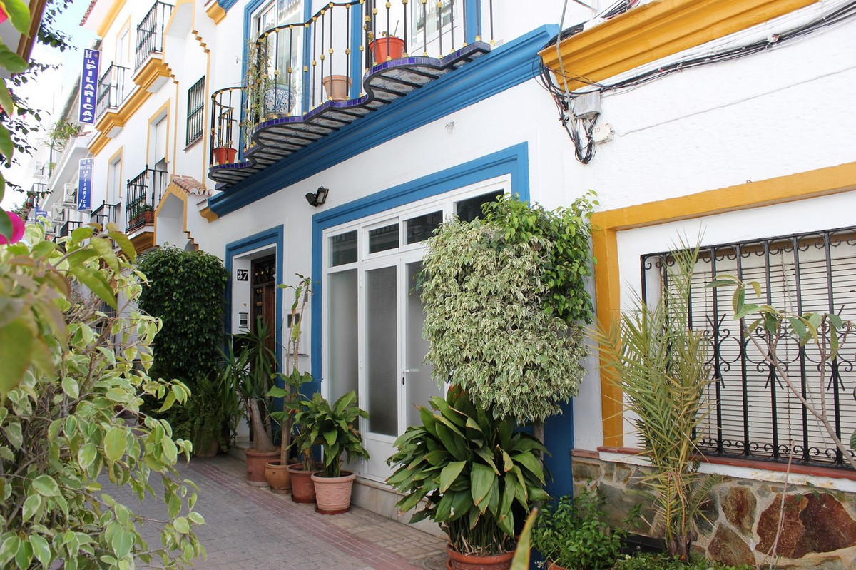 Detached house in the center of Marbella, 200 meters from the beach. Account around public transport,Spain