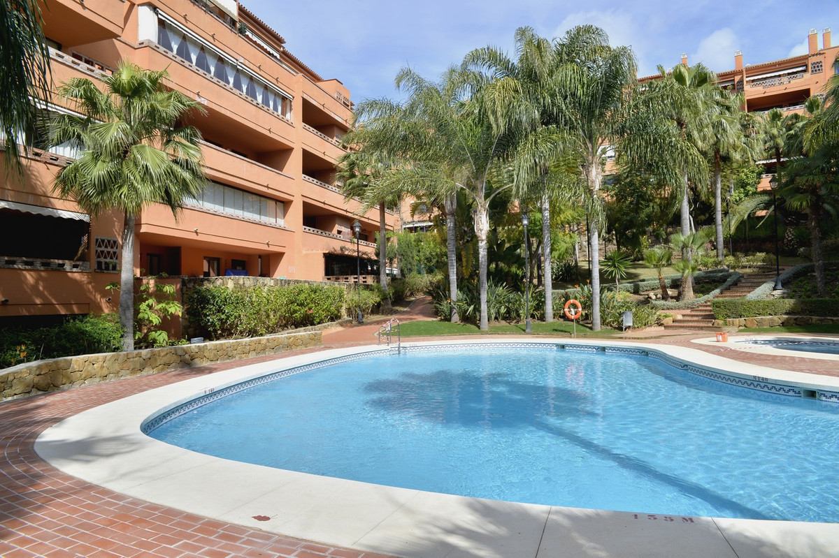 Nagueles, Milla de Oro de Marbella, 2 bedroom apartment, gated residence. This two bedroom apartment, Spain