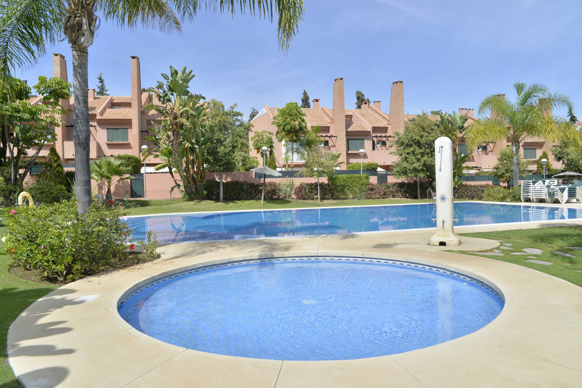Large townhouse in the luxurious area of ??Los Monteros walking to the beach. The urbanization only , Spain