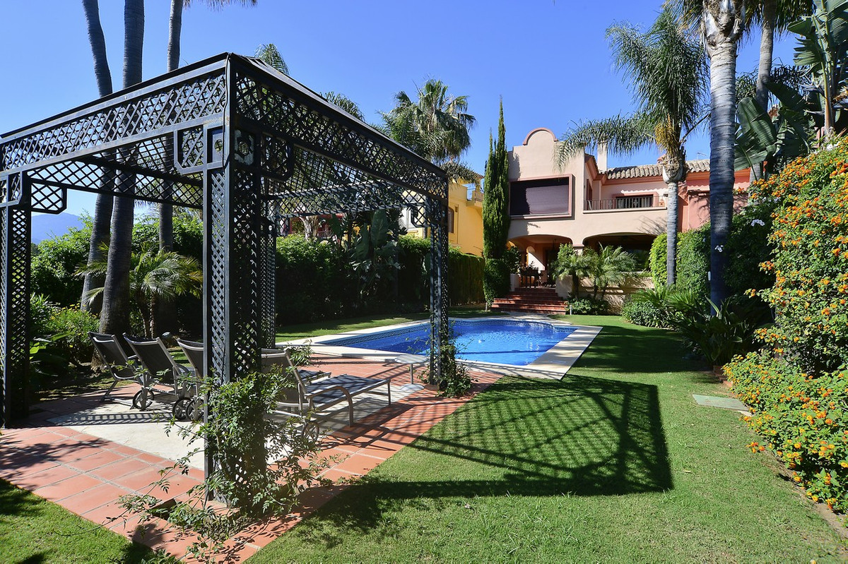 LUXURY Semi Detached Villa in the ALZAMBRA Vasari Resort, Puerto Banus Luxurious semi-detached villa, Spain