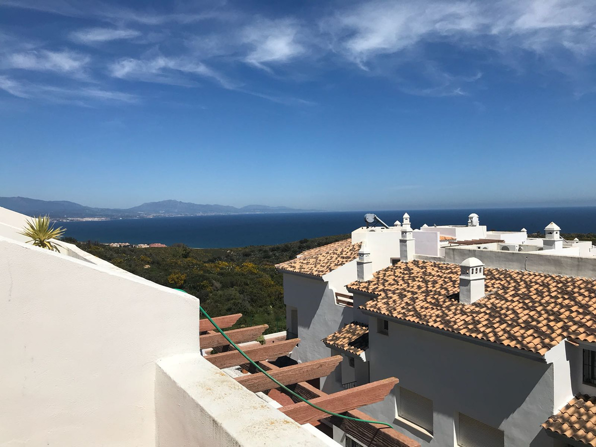 Spacious townhouse in gated community in the area of Bahia de las Rocas, very close to the beach and,Spain