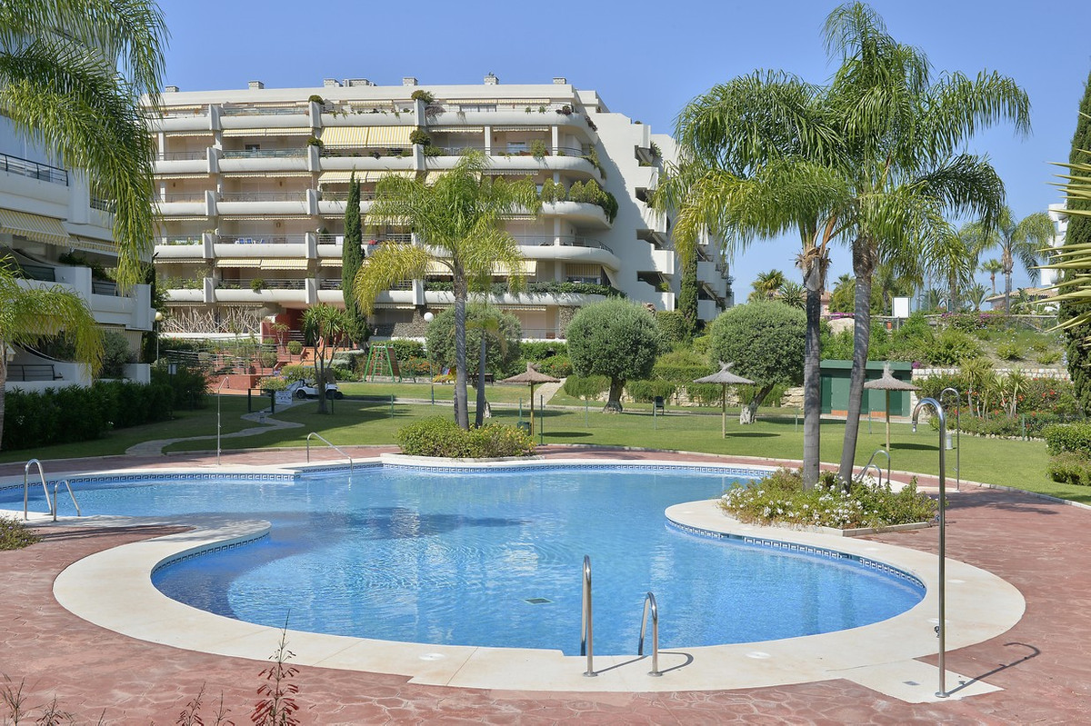 Magnificent duplex penthouse with side views of the Guadalmina golf course. Cozy duplex penthouse in,Spain
