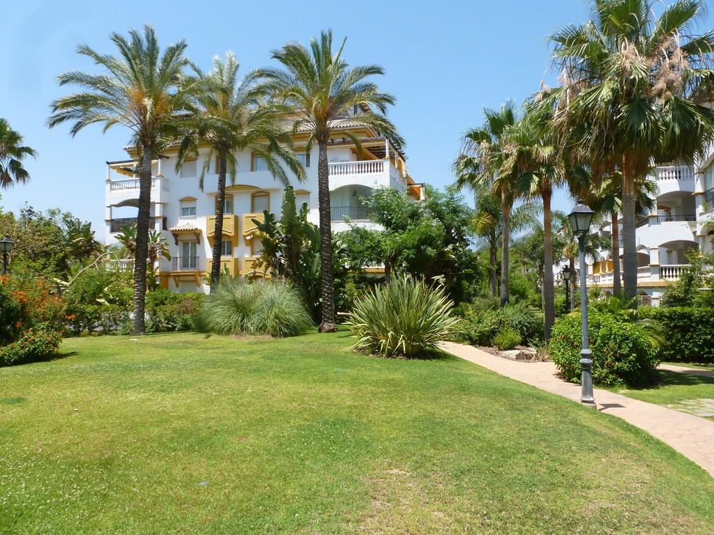 Super renovated penthouse in the famous urbanization of Dama de Noche. It consists of 3 bedrooms, 2 , Spain