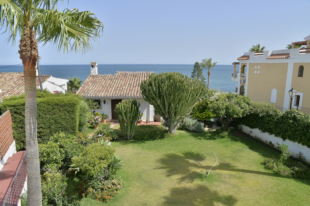 Now you can enjoy the house you dream of. Detached house with Andalusian charm, on the beachfront, a, Spain