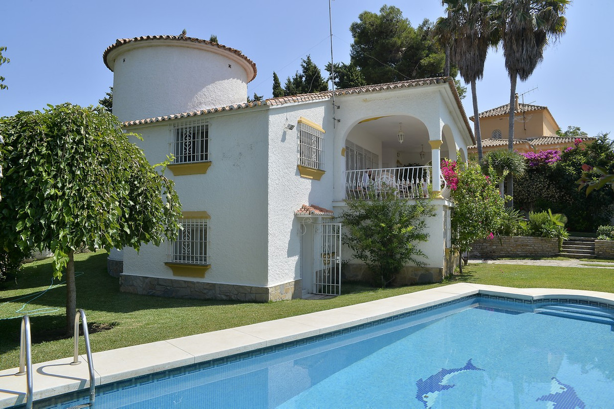 Beautiful independent villa in Real Panorama! Residential area very close to Marbella and only 200 m, Spain