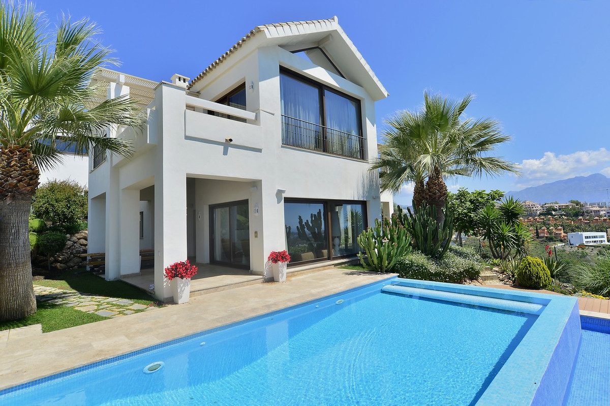 Brand new villa located in a gated urbanization with  panoramic views towards the sea, mountain and , Spain
