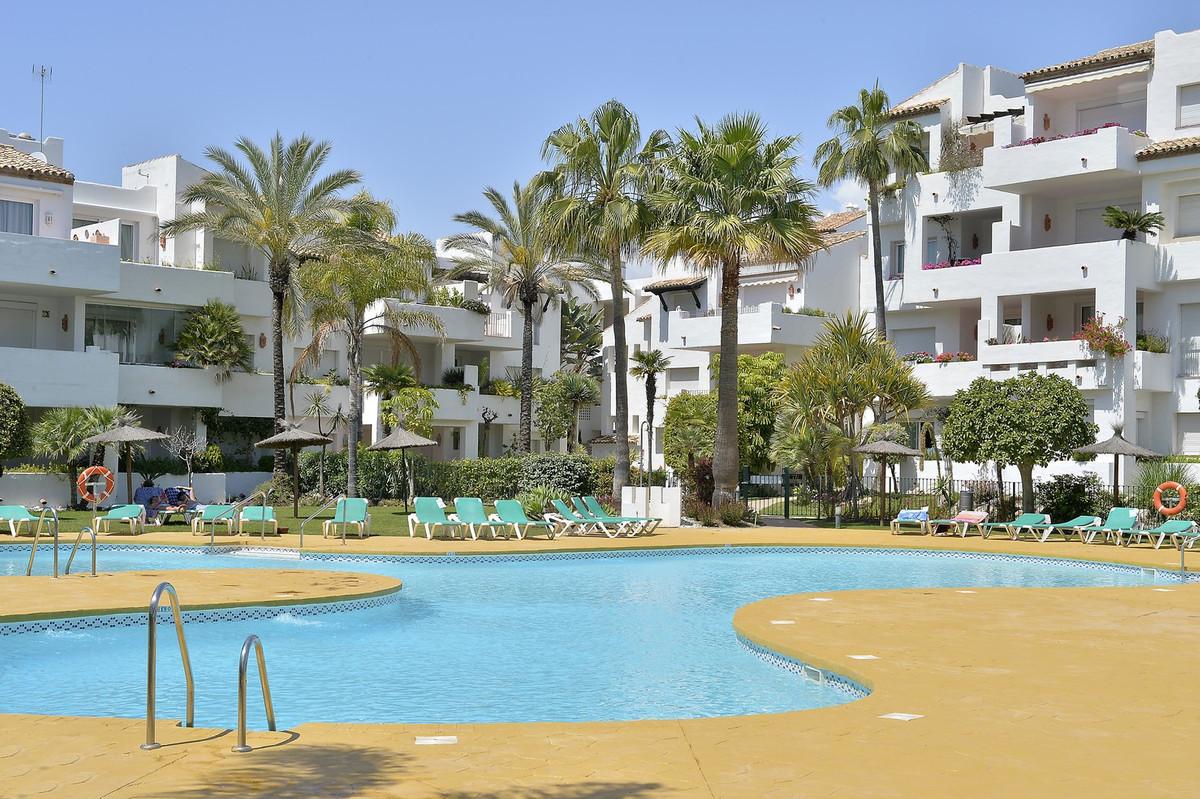 We sell spacious property with 3 bedrooms and 3 full bathrooms in the famous Costalita Urbanization,,Spain