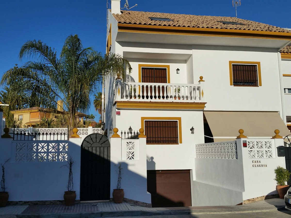 Beautiful townhouse in San Pedro de Alcantara. House of 4 levels, with 5 bedrooms, 5 bathrooms, larg,Spain
