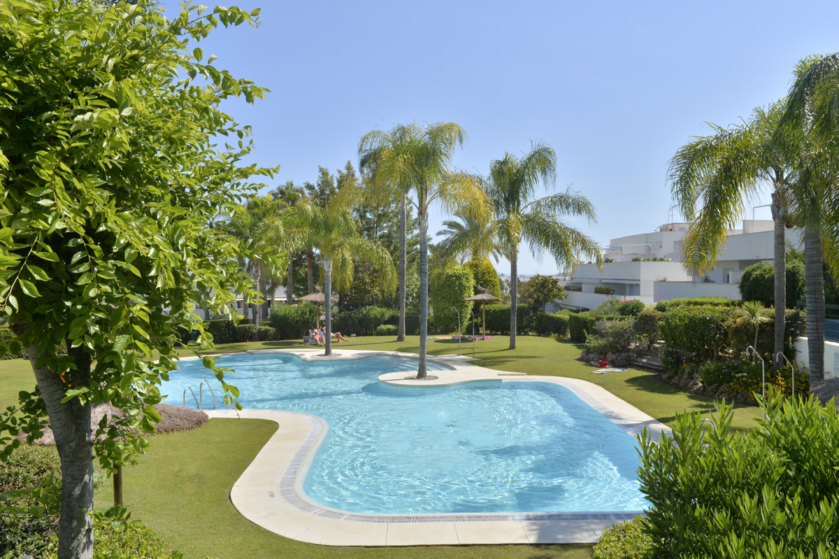 Ground floor apartment in a quiet urbanization, walking to the beach. Enjoy the good climate of the ,Spain