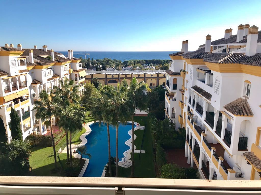 Very large duplex penthouse in the heart of the Golden Mile of Marbella, enjoying beautiful sea view,Spain