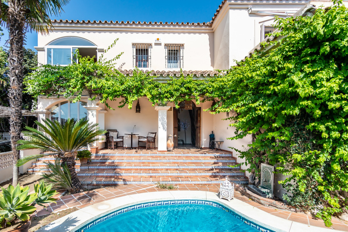 Charming villa in Guadalmina Alta near the Shopping Center where you can find all services, supermar,Spain