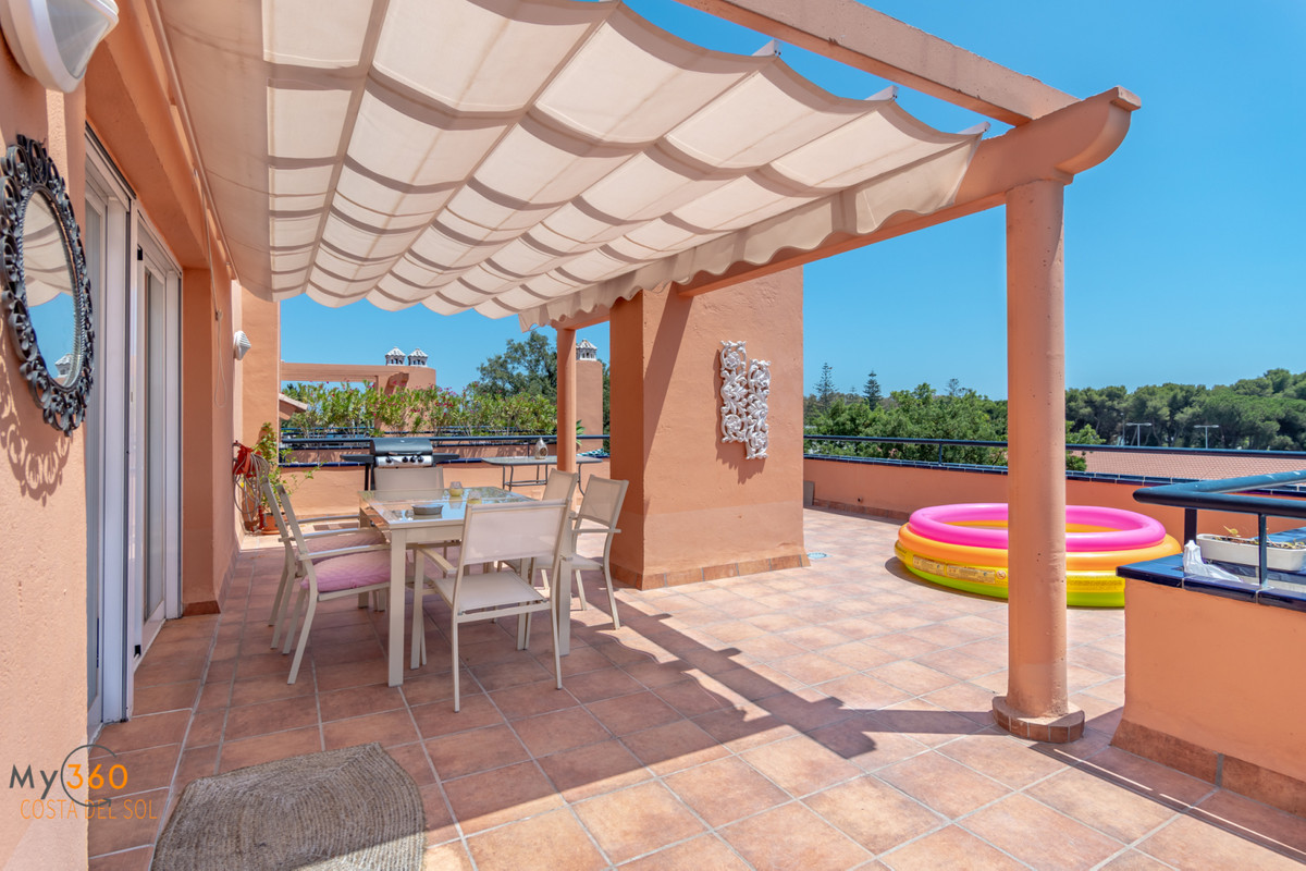 Spacious apartment with southwest facing with 113m² built and with 2 terraces of 96m² in which you c, Spain