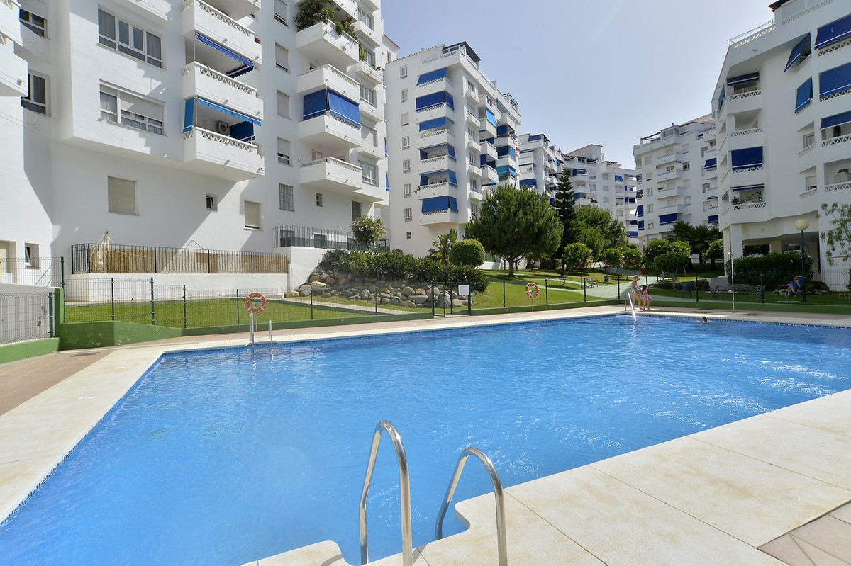 Apartment with 3 bedrooms, 2 bathrooms, fully equipped kitchen, laundry room, terrace, parking space, Spain