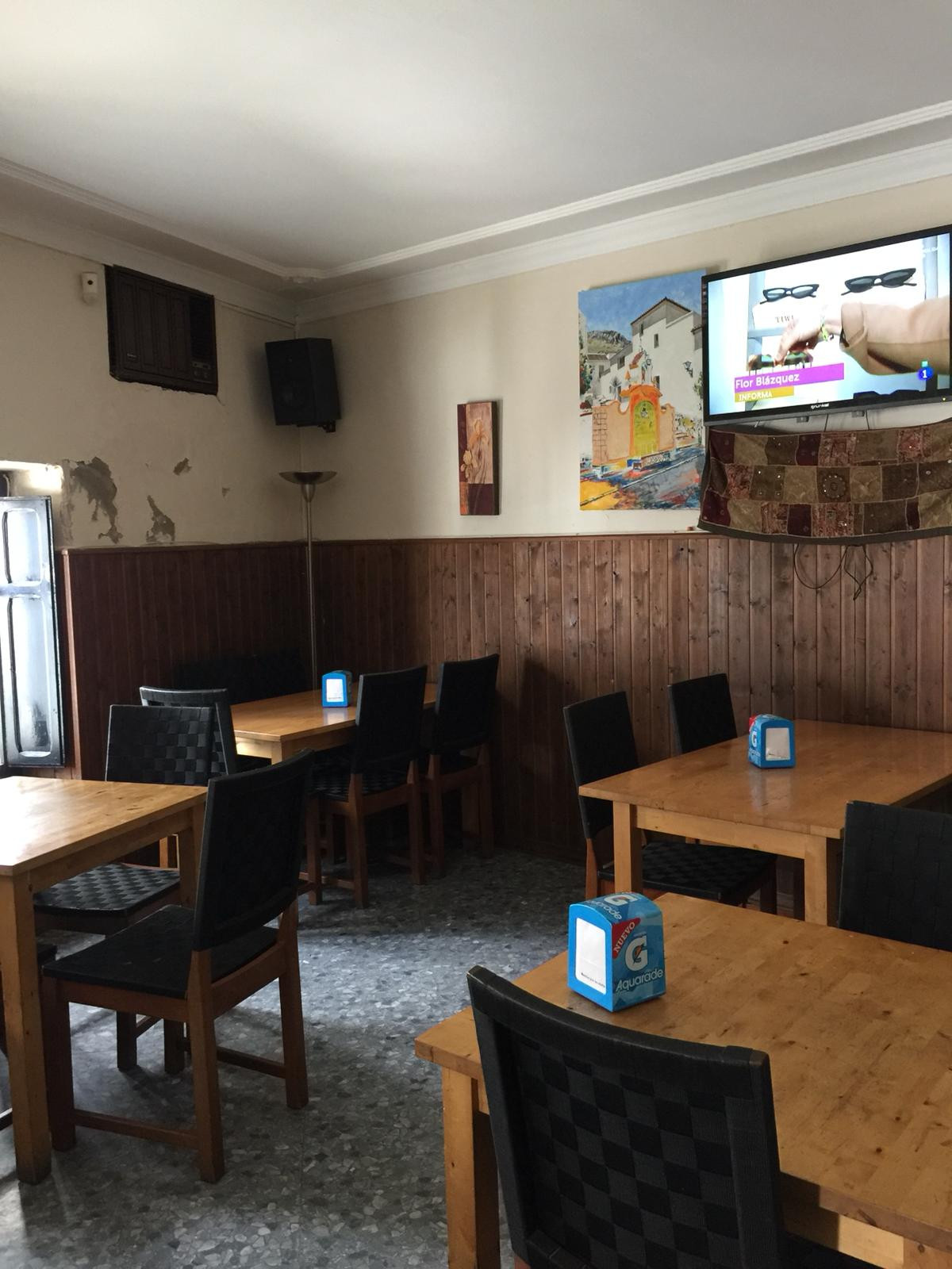Commercial premises of 65 M2 currently functioning as a bar and tapas restaurant. It has kitchen, ba,Spain
