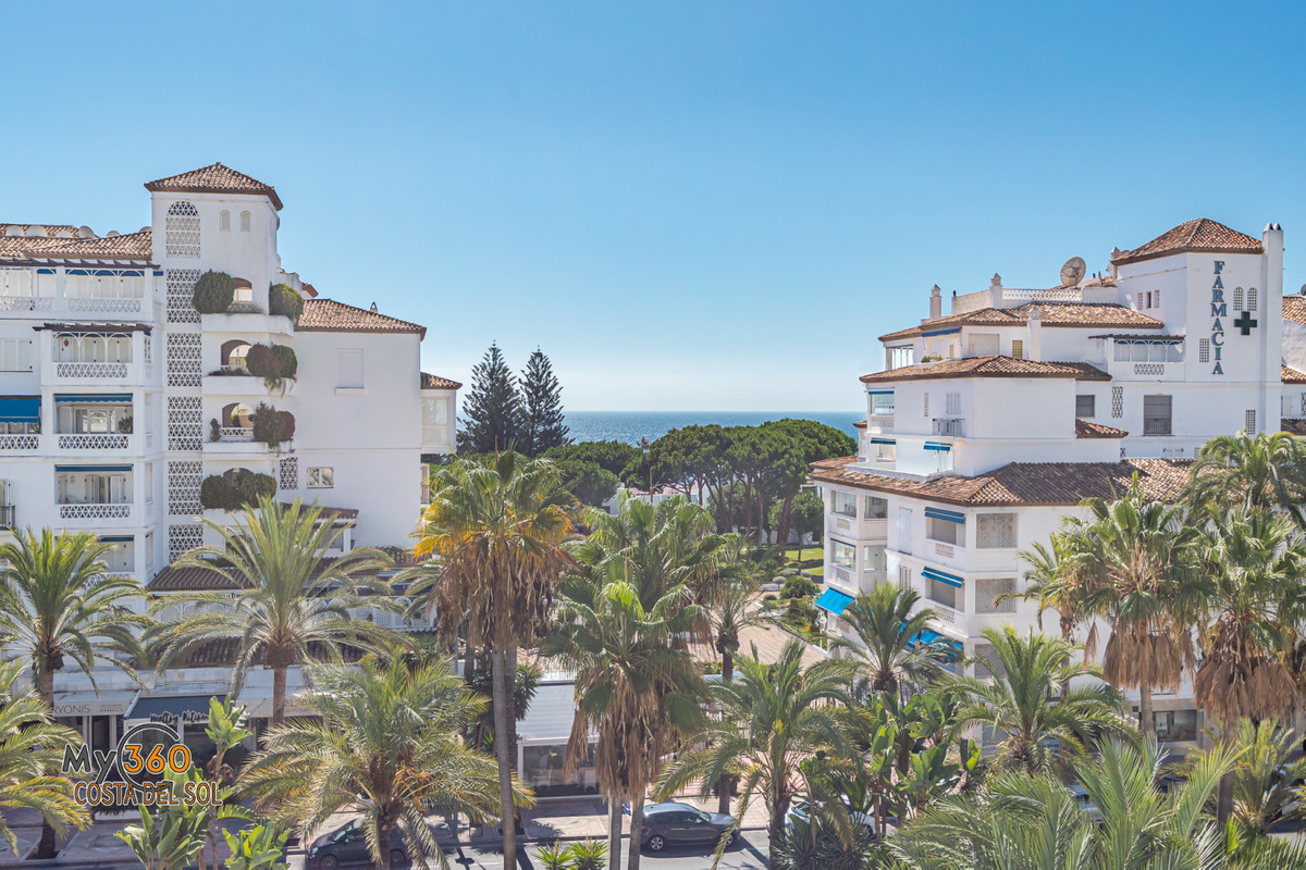 Apartment for sale in Puerto Banus. Playas del Duque, Edificio Gaviotas is one of the most exclusive, Spain