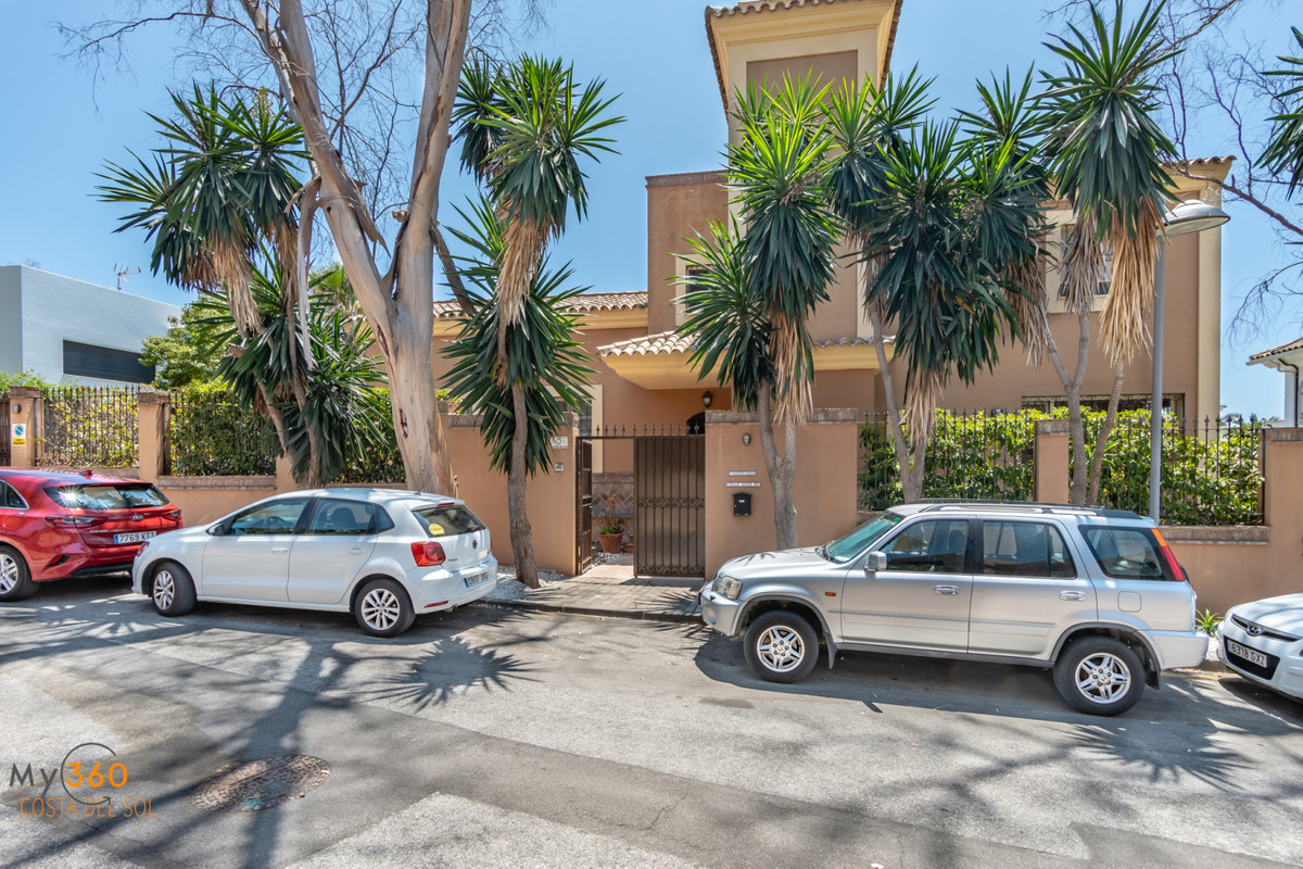Villa in the area of ??Real Zaragoza, Elviria. 200 meters from one of the best beaches in Marbella a,Spain