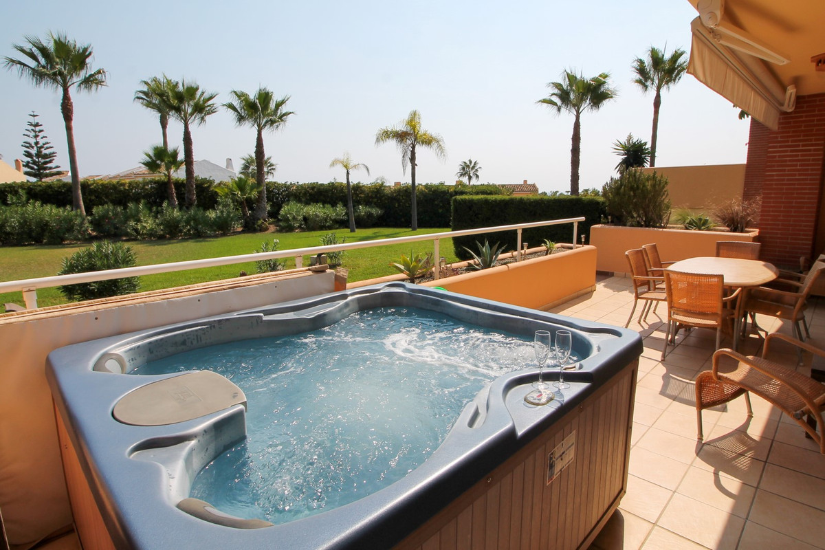 Immaculate Luxury ground floor apartment in Malibu Mansions located in the popular Club La Costa res,Spain