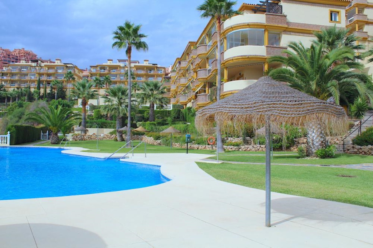 Fantastic three bedroom penthouse enjoying an elevated position in the popular area of Calahonda wit,Spain