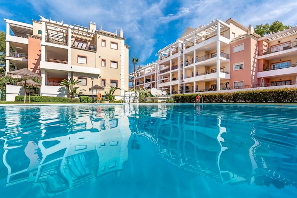 Apartamento Planta Baja en Venta en Nueva Andalucía – R2875535
