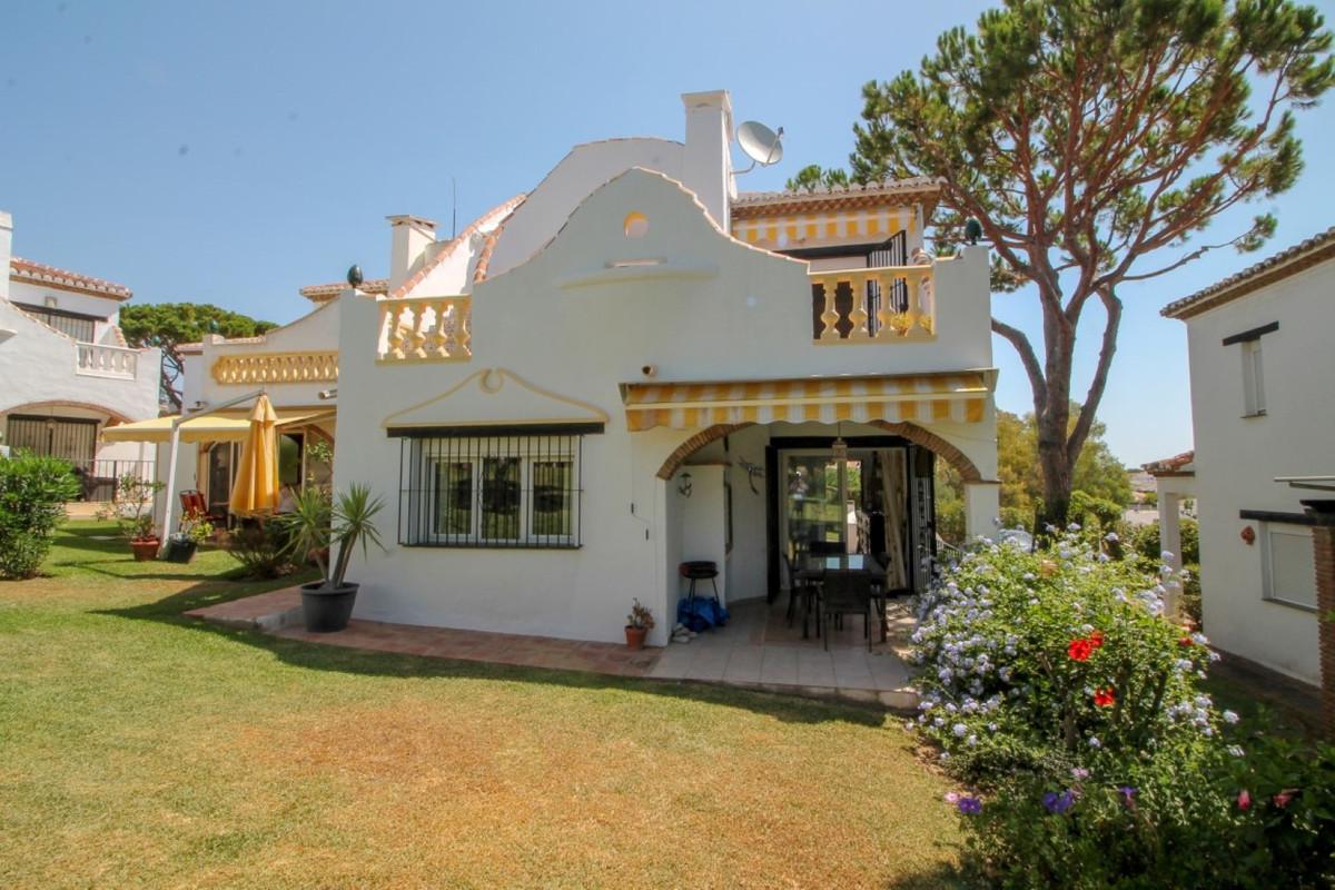 Marbella Banus Pareada en Venta en Calahonda – R3172456