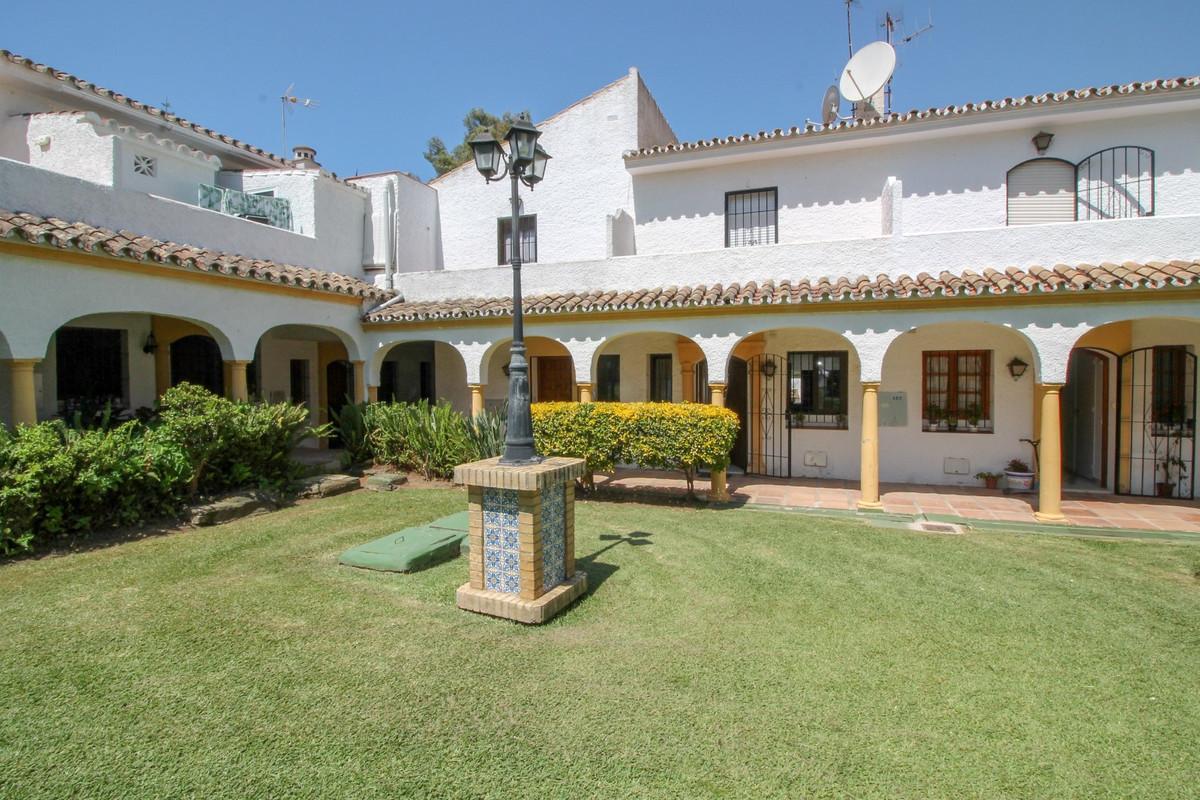 Marbella Banus Adosada en Venta en Elviria – R3454867