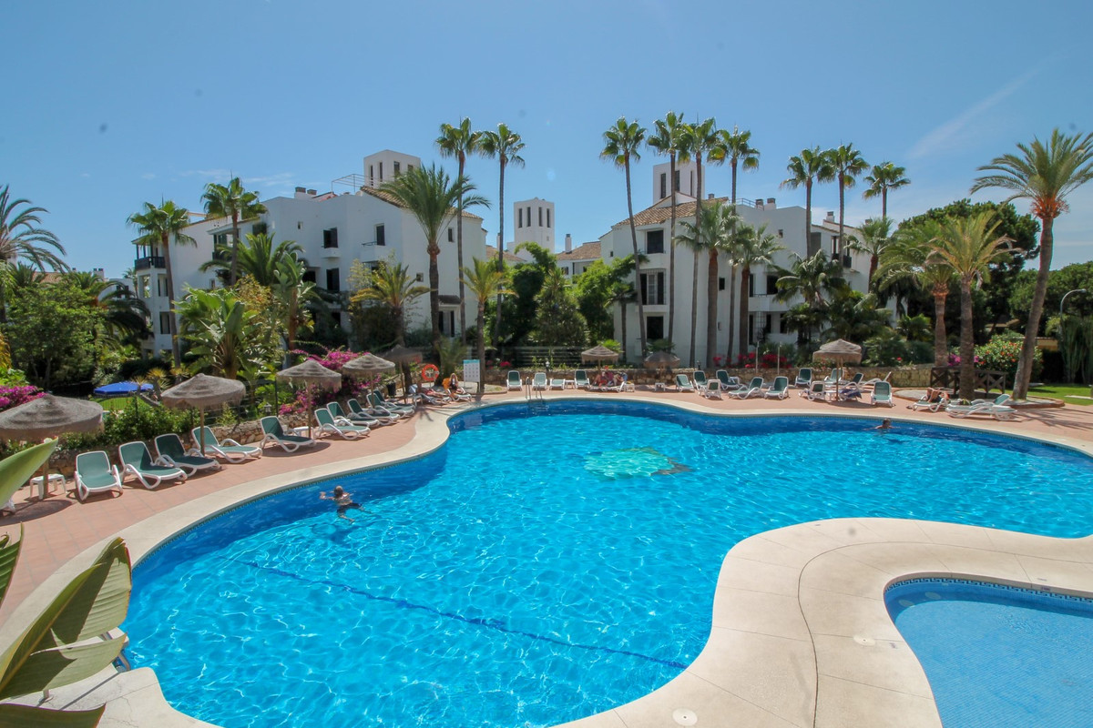 Immaculate large beachside corner apartment in Alanda Club Elviria. The property built in 2002 was o, Spain