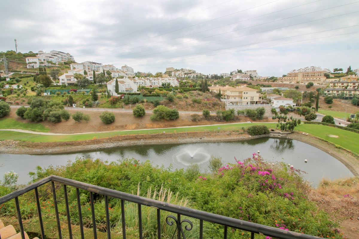 Front line golf 3 bedroom townhouse with fantastic golf and sea views in Riviera del Sol. The proper, Spain