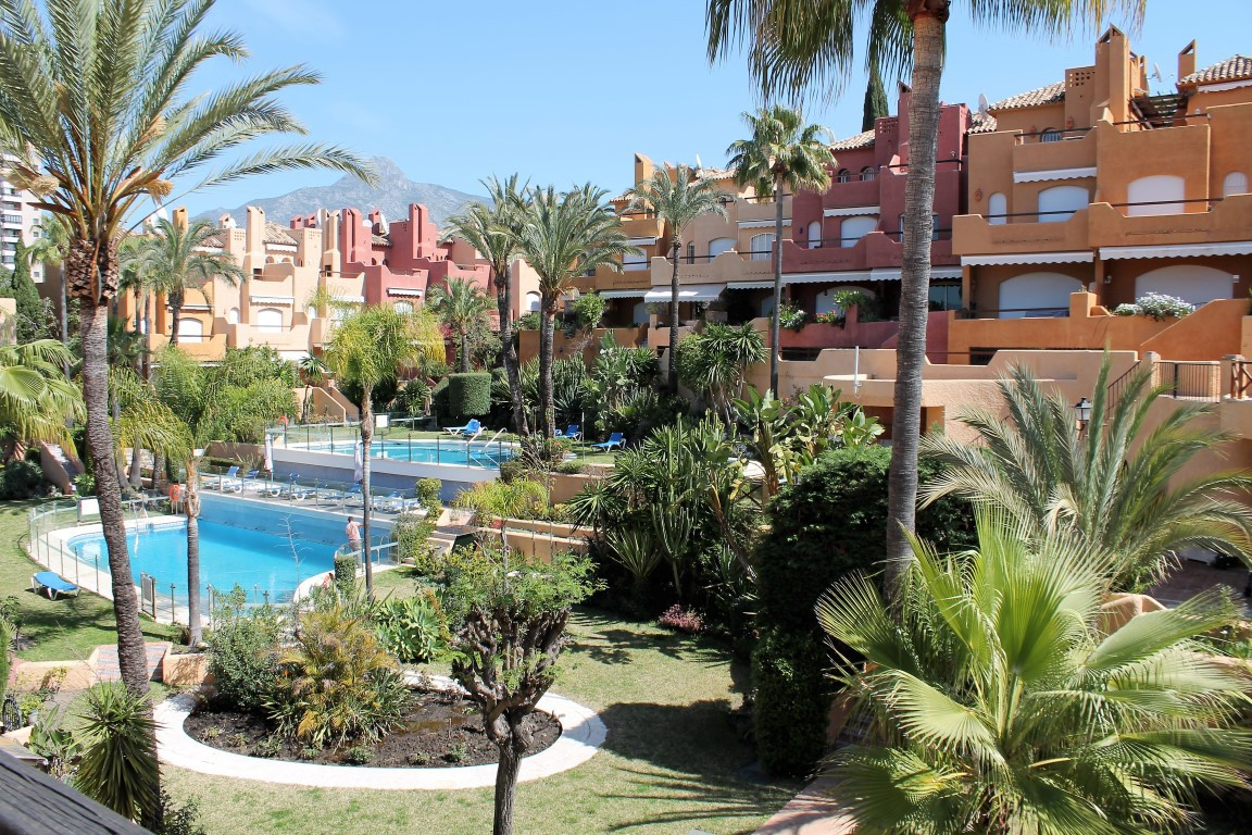 Completely refurbished 3 bedroom 4 bath townhouse for sale in the sought after urbanization of El Pa,Spain