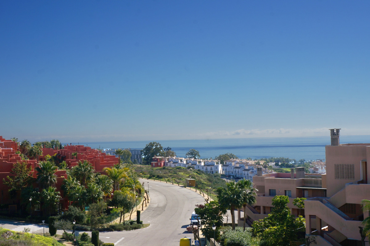 A fantastic 3 bedroom townhouse with breathtaking views of The Rock and Strait (of Gibraltar), the n,Spain