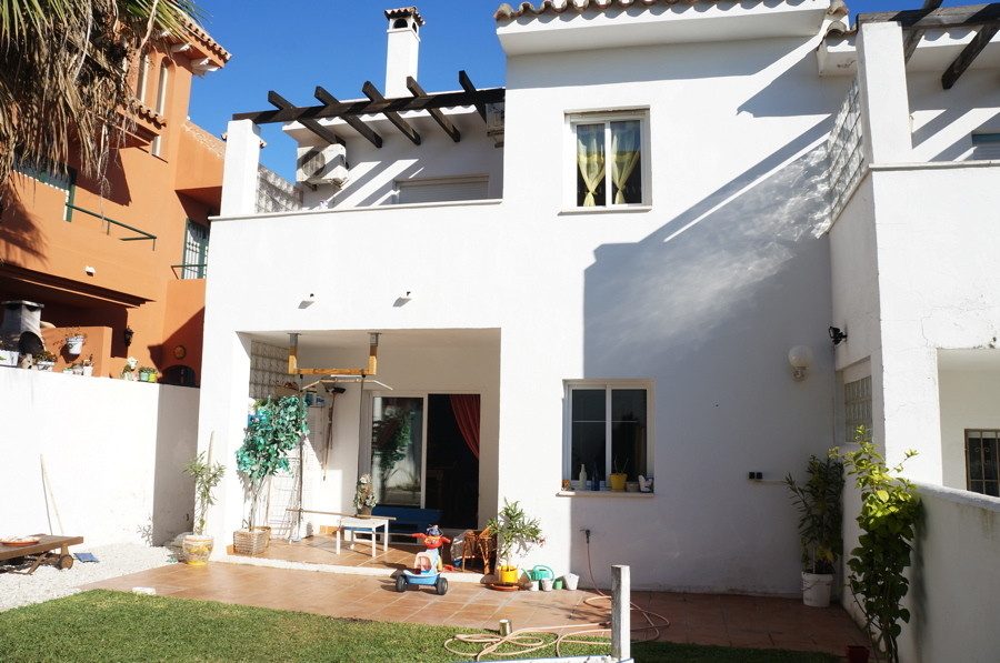 Lovely townhouse in Manilva for sale. The property are on 3 levels including a solarium. The ground , Spain